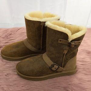 bf33822ad37 UGG Classic Short Dylyn Genuine Sheepskin Boot NWT
